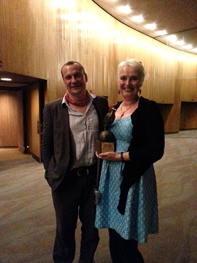 Catriona McPherson with Anthony Award for Best Paperback Original