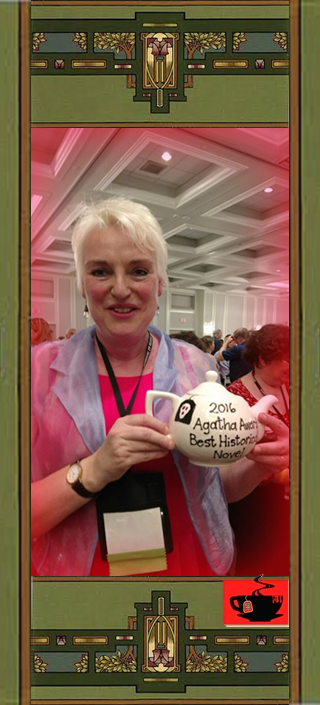 Catriona McPherson with Best Historical Award Teapot